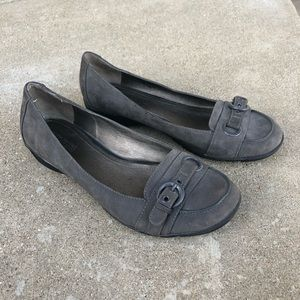 Kenneth Cole Reaction gray suede flats